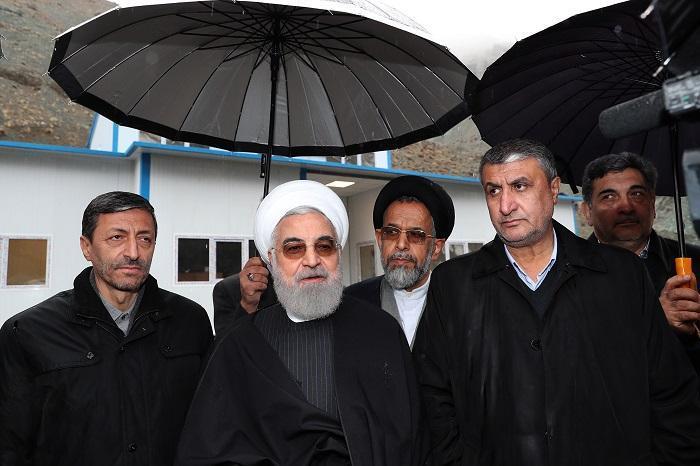 روحانی: درآمد سالانه تردد برای تکمیل منطقه دو بکار می رود ، آزادراه تهران-شمال جاده ای بسیار زیبا توام با ریزه کاری فنی است