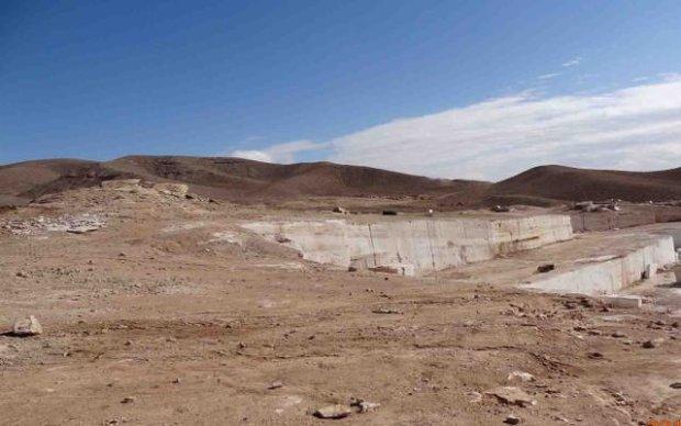 تاخت وتاز معدن درمنطقه تاریخی توران پشت، لرزش پایه های تخت رستم