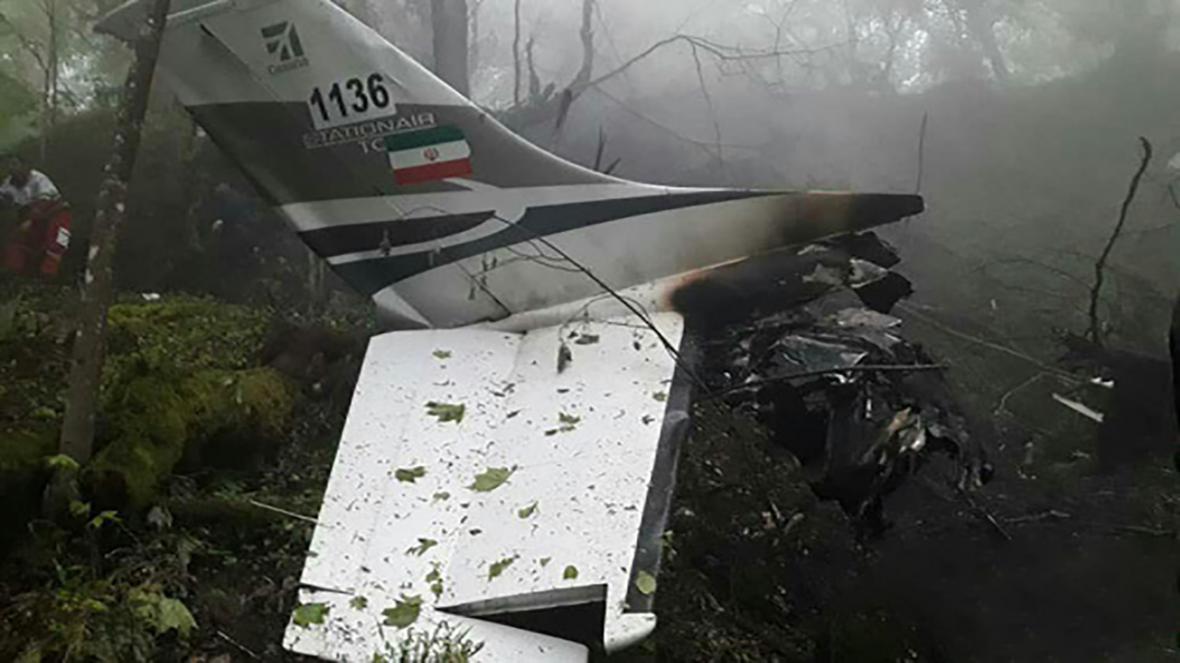 لاشه هواپیمای نیروی انتظامی پس از سقوط در سلمانشهر